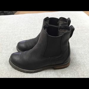 Ariat Shoes - Ariat black waterproof ankle boots 6.5B